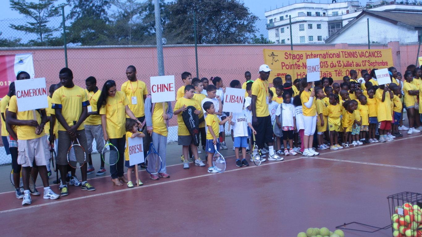 Tennis pointe noire organise un stage international for Un cours de tennis