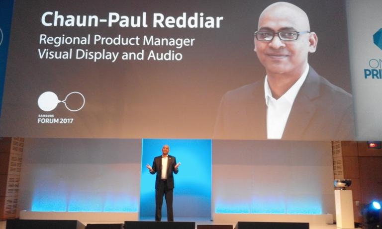Chaun Reddiar présentant les nouveaux téléviseurs QLED de Samsung