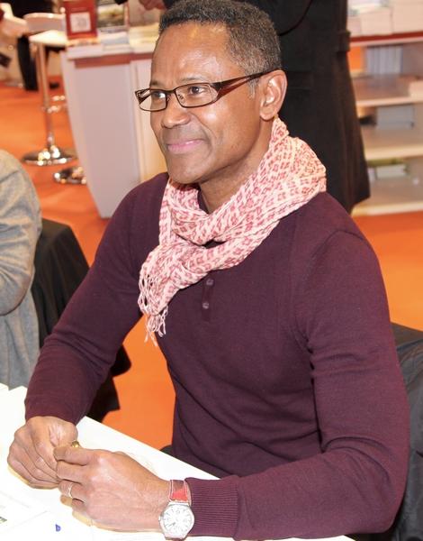 Berthrand Nguyen Matoko lors de la dédicace à la 37émé édition du Salon du Livre Paris sur le Pavillon Lettres d'Afrique