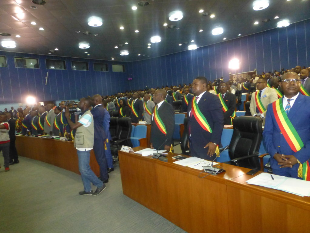 Assembl e nationale la session budg taire s ouvre sans for Chambre basse parlement