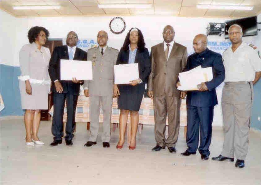 une photo de famille avec les lauréats (DR)